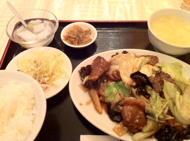 楼蘭の 什錦紅焼肉 角煮野菜炒め