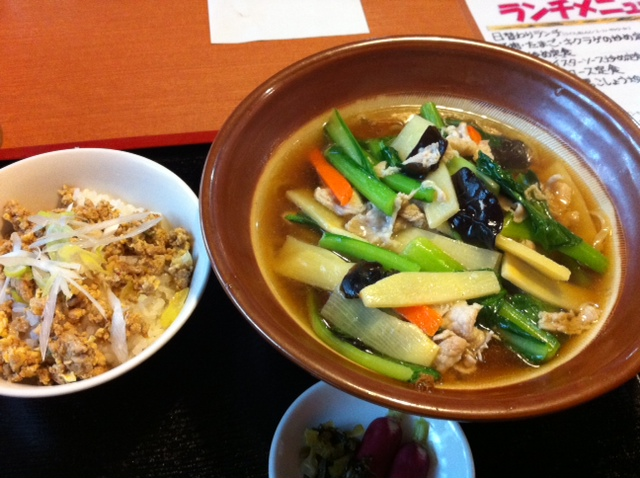 金王万堂 の 青菜炒め麺と 挽き肉丼