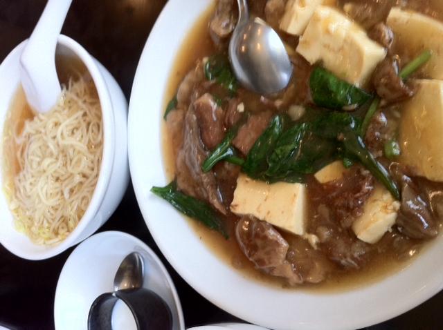 桂林で 牛すじと豆腐の煮込み